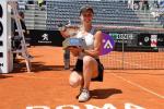 Tennis, la Svitolina resta la regina degli Internazionali di Roma: in finale battuta la Halep