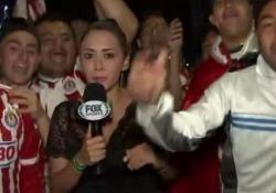 Messico, la cronista non si lascia per nulla intimidire