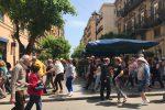 Palermo fa il pieno, le foto dalle vie del centro: tavolini all'aperto e turisti