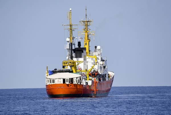 Gibilterra Ritira La Bandiera Dallaquarius La Nave Con 141