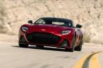 La nuova Aston Martin DBS Superleggera combina le prestazioni di una vera supercar con la raffinatezza di una GT