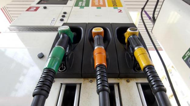 fattura elettronica benzinai, fisco, spesometro, Luigi Di Maio, Sicilia, Economia