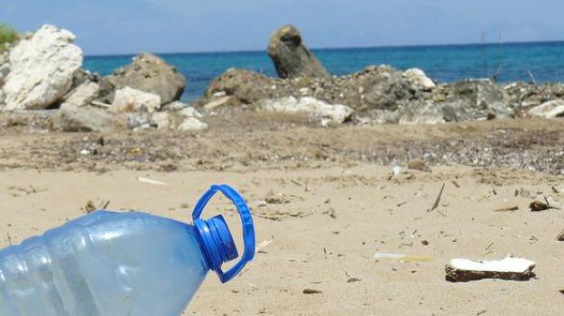 panarea, plastica, vulcano, Messina, Cronaca