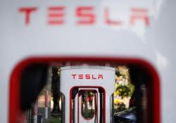 Tesla fa causa a ex dipendente, ha rubato dati