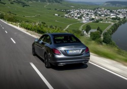 Comportamento sportivo e rispetto ambientale con la nuova Mercedes C200 dotata di motore 1.5 benzina con EQ Boost
