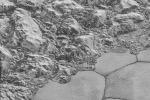 La formazione delle dune di metano ai piedi delle montagne di Plutone (fonte: NASA/Johns Hopkins University Applied Physics Laboratory/Southwest Research Institute)