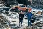 Nissan, pick up Navara per ripulire spiagge dalla plastica