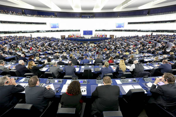 L 39 italia guadagna tre posti al parlamento europeo for Composizione del parlamento