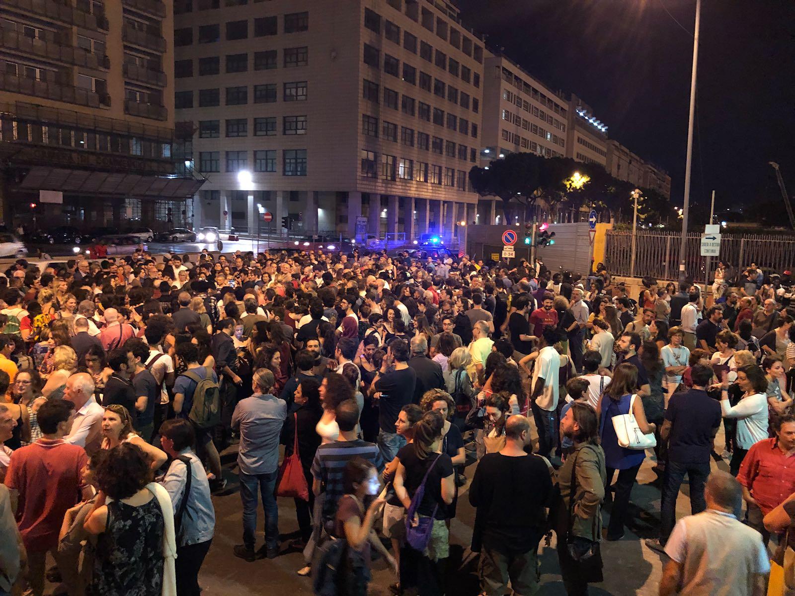 Nave Diciotti con 932 migranti a Catania