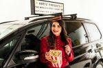 Dotata di maxi schermo e poltrone super relax: nasce la prima cinema car al mondo
