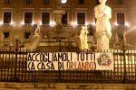 """Aquarius, a Palermo striscioni di Casapound contro Orlando: """"Accolga i migranti a casa sua"""""""