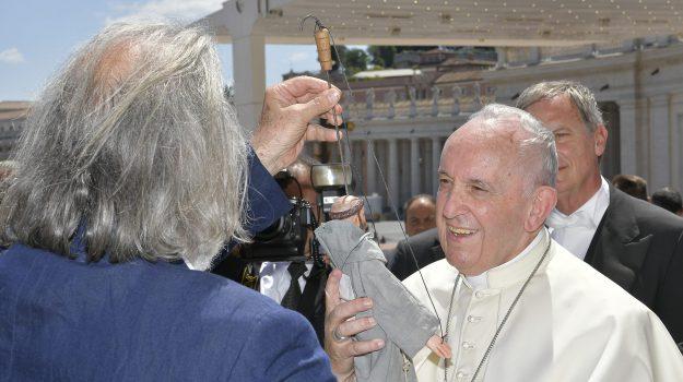 cuticchio papa, pupo cuticchio francesco papa, pupo san francesco, Mimmo Cuticchio, Papa Francesco, Sicilia, Cultura