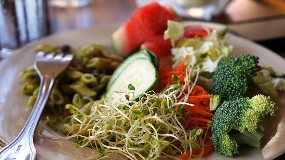 Dieta vegana addio, un milione di italiani l'ha abbandonata