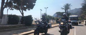 Razzia di cellulari in spiaggia a Mondello, la polizia ferma due ragazzi in fuga in autobus