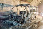 """Furgone in fiamme nella """"galleria dei misteri"""" a Tremonzelli, chiusa per due ore l'autostrada Palermo-Catania"""