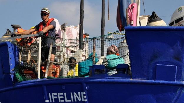 migranti, nave lifeline, ong lifeline, Salvini migranti, scontro italia francia, Emmanuel Macron, Matteo Salvini, Sicilia, Cronaca