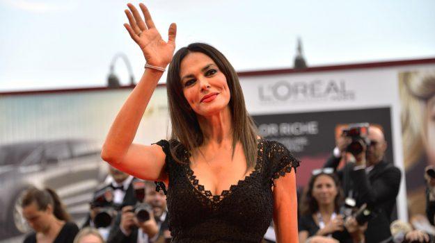 """Maria Grazia Cucinotta candidata al titolo di """"ambasciatrice delle Eolie nel mondo"""""""