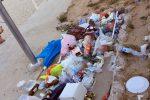 Spiaggia e viali sporchi, le immagini da Mondello