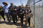 Trump: espulsioni immediate, non ci lasceremo invadere