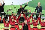Russia 2018, Robbie Williams accende i Mondiali fra tifo e musica
