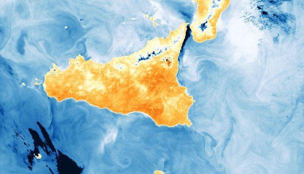 sicilia satellite spazio etna, Sicilia, Società