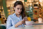 Italiani sempre connessi: oltre il 60% usa lo smartphone anche a letto o a tavola