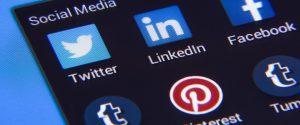 """Social media nemici del cervello: """"Informazioni senza sosta azzerano lo spirito critico"""""""