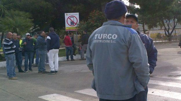 protesta operai turco costruzioni, Caltanissetta, Cronaca