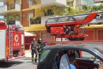 Palermo, l'incendio di via Cataldo Parisio: l'intervento di vigili del fuoco e polizia
