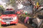Santa Maria di Licodia, paura per un incendio: auto in fiamme