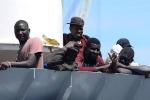 Nave italiana riporta migranti in Libia, scoppia un nuovo caso