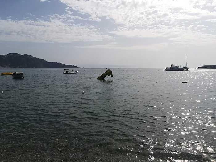 Incidente in volo aereo monoposto precipita in mare a giardini naxos salvo il pilota - Incidente giardini naxos oggi ...