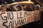 A Palermo sit-in per i migranti dell'Aquarius, le immagini dal porto