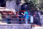 Cefalù, i ticket usati ripescati dal cestino: le telecamere inchiodano il bigliettaio del Parco della Rocca