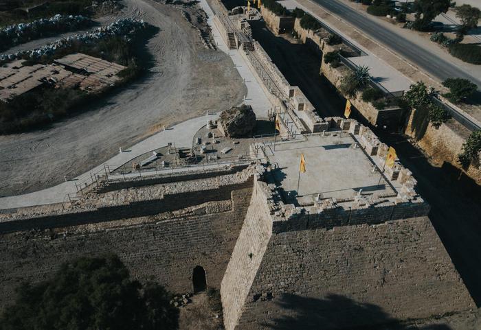 A spasso sulle mura dellantica cesarea giornale di sicilia