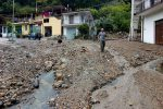 Maltempo nel Messinese, un fiume di fango travolge le auto: le immagini da Fantina