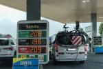 Benzina a 2 euro sull'Autobrennero, polemiche