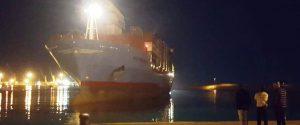 Il cargo Alexander Maersk attracca nel porto Pozzallo