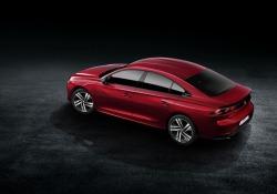 Nuova veste per 508, stile fastback per la berlina Peugeot