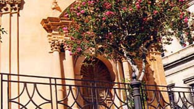pipì vicino alla chiesa, Ragusa, Cronaca