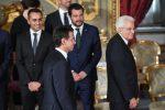 Il premier Giuseppe Conte (C-S), i due vice premier Luigi Di Maio (ministro del Lavoro - S) e Matteo Salvini (ministro dell'Interno C-D) e il presidente della Repubblica Sergio Mattarella