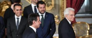 Il premier Giuseppe Conte (C-S), i due vice premier Luigi Di Maio (ministro del Lavoro - S) e Matteo Salvini (ministro dell'Interno C-D) e il presidente della Repubblica Sergio Mattarella: nasce il governo M5s-Lega