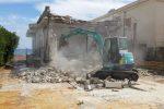 Riprese le demolizioni ad Altavilla Milicia, abbattuta una costruzione nei pressi della spiaggia