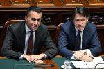 Il presidente del Consiglio, Giuseppe Conte (D), con il ministro del Lavoro e dello Sviluppo economico e vicepremier Luigi Di Maio (S)