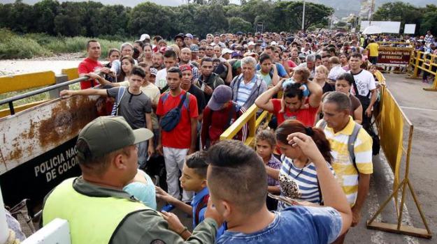 caos venezuela, Juan Guaidó, Nicolas Maduro, Sicilia, Mondo