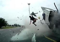 Thailandia, terribile incidente in autostrada