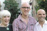 Da sinistra Eleanor Roger, Erik Mercer e Sandro Sechi ritratti a Palermo