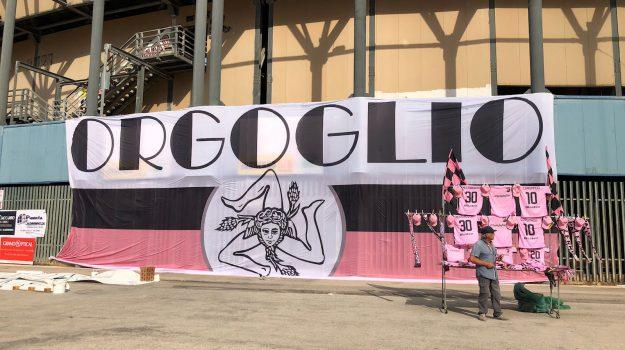 """Palermo, tifosi e giocatori insieme: allo stadio la festa della """"Curva Nord 12"""""""