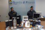 Palermo, ventimila dvd falsi nascosti in una casa di Brancaccio