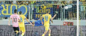 A Frosinone il ko più amaro, addio alla Serie A tra rabbia e polemiche: ora il Palermo è pronto al ricorso